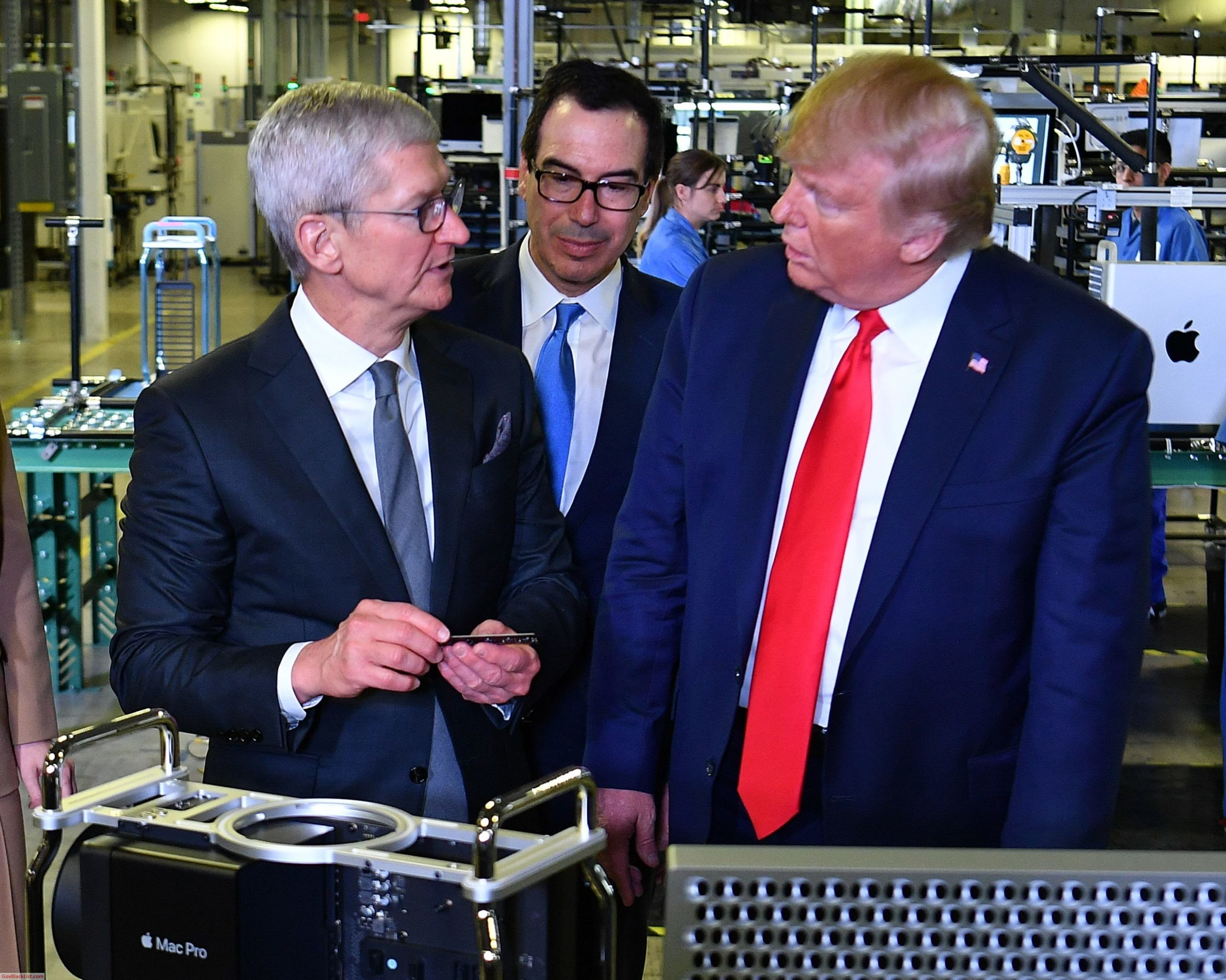 tim cook donald trump apple manufacturing plant texas