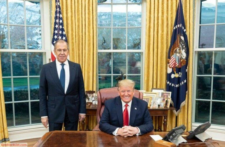 Ex-FBI Director Lies About Russians Photographed In Oval Office
